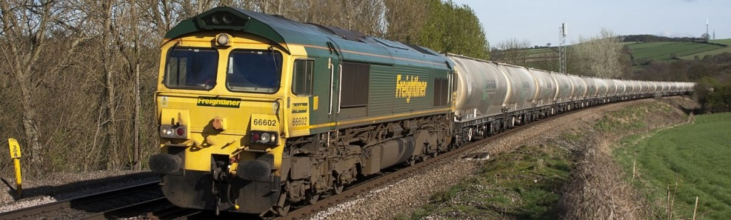 1280px-UK_railway_train,_carrying_cement_-a - Copy